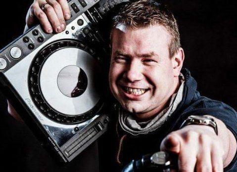 Allround DJ Robert inhuren